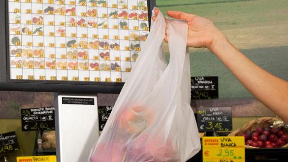 """Meno plastica per diminuire il rischio di alimenti """"contaminati"""""""