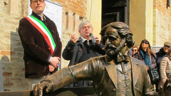 Da oggi, chi vuole, potrà sedersi accanto a Giuseppe Verdi