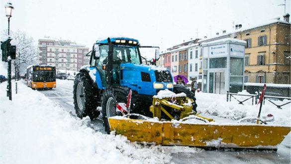 """La città si imbianca. Operativo il """"Piano neve"""" del Comune di Parma"""