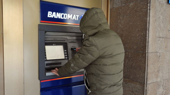 Non si accorgono del furto del bancomat, ma saranno risarciti