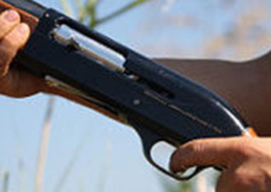 Rapina armato di fucile: bottino da 20mila euro