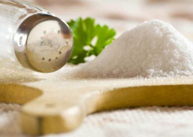 Meno sale nel cibo, perché è importante ridurlo