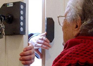Anziana derubata di 14mila euro da chi l'aiutava a fare la spesa