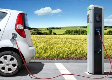 Contributi fino a 191 euro all'anno per chi acquista auto elettriche o ibride