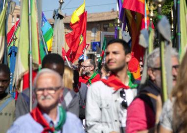 In migliaia al corteo 25 aprile: polemica Pizzarotti-Lega