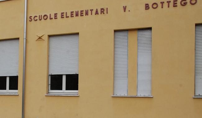 Scuola Bottego nel mirino di ladri: rubata un'auto
