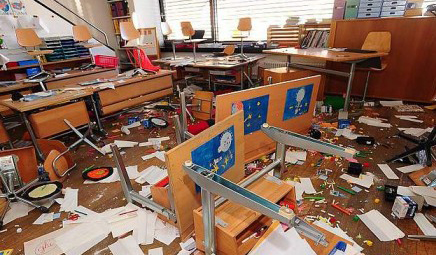 """""""Da dieci giorni le nostre scuole violentate, una vera e propria guerra"""""""