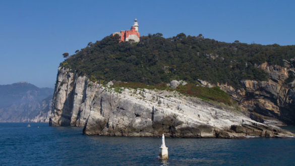 Paura in Liguria: in barca, parmigiano si tuffa e si ferisce con l'elica