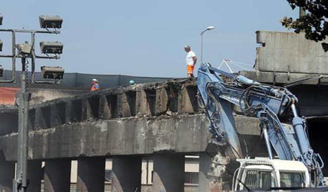 Bologna, il ponte sull'A14 ricostruito in due mesi