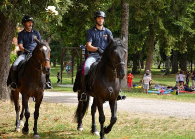 Polizia a cavallo per contrastare lo spaccio nei parchi cittadini