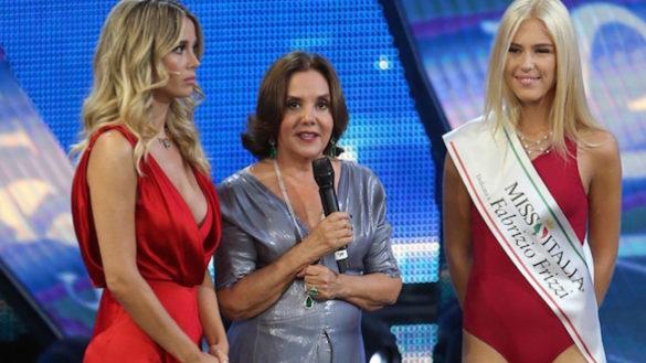 Miss Italia, la parmigiana Mara Boccacci premiata con la fascia per Frizzi