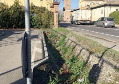 San Prospero, un nuovo marciapiede lungo la via Emilia