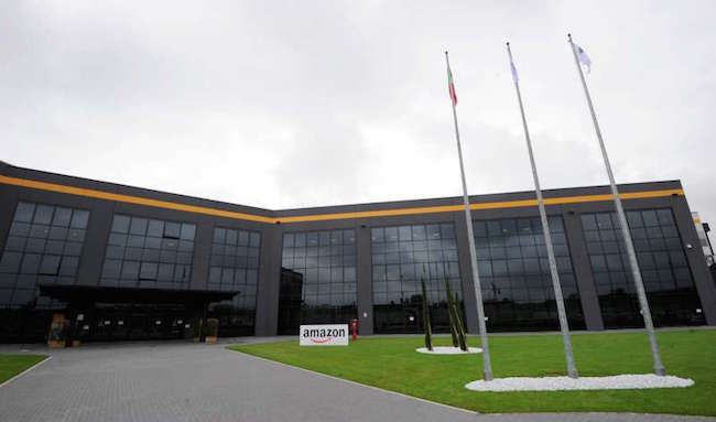 Autisti non pagati: presidio davanti alla sede Amazon di Parma