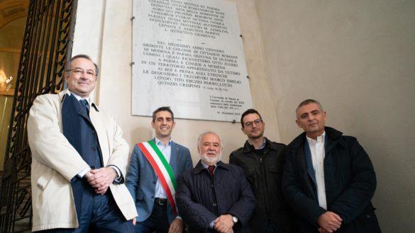 L'Università dona al Comune una targa sulla fondazione di Parma
