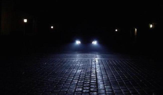 Viaggia contromano in via Cremonese: tragedia sfiorata