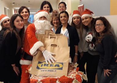 Babbo Natale Ikea in visita in Oncoematologia pediatrica!