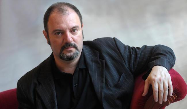 Carlo Lucarelli porta in tavola l'Italia post armistizio nell'ultima indagine di De Luca