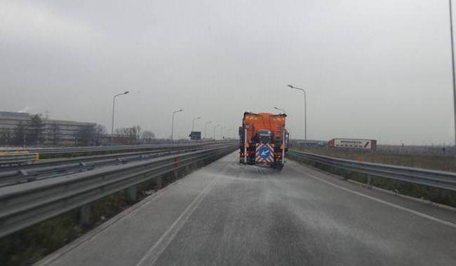 """""""Attenzione sulle strade, guidare con prudenza: il fondo è ghiacciato"""""""