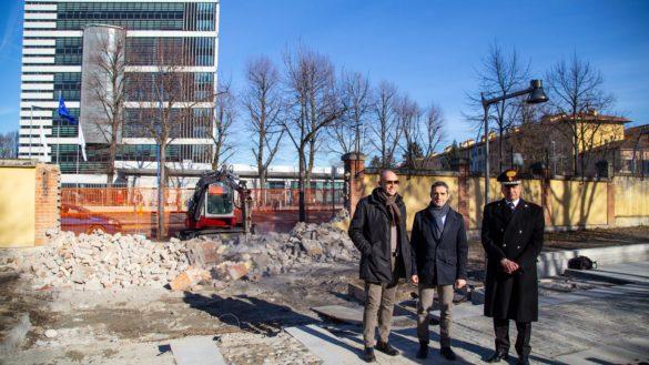 I lavori in città continuano: abbattuto il muro in Viale Piacenza