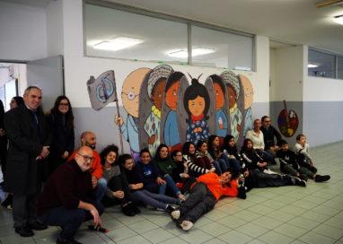 Collecchio: inaugurato alla scuola media il murale degli alunni