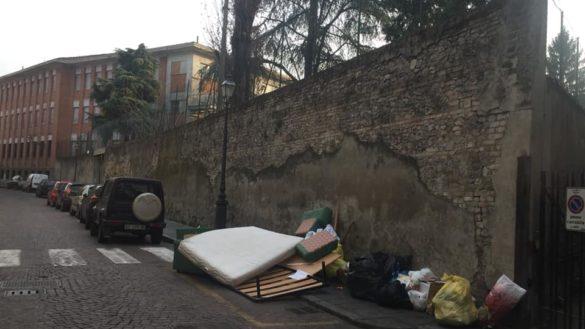 Rifiuri e degrado: il pessimo biglietto da visita di Parma Capitale della Cultura