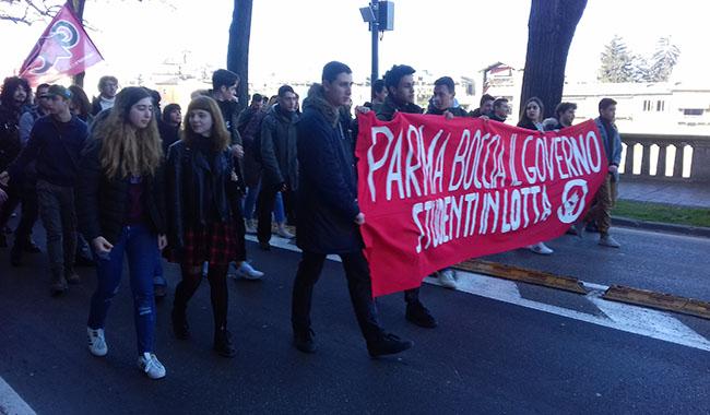 Studenti di Parma manifestano contro il nuovo esame Maturità