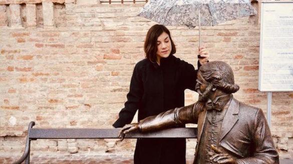 Francesca Di Fazio, da Bologna, darà 'voce' alla statua di Giuseppe Verdi sulla panchina