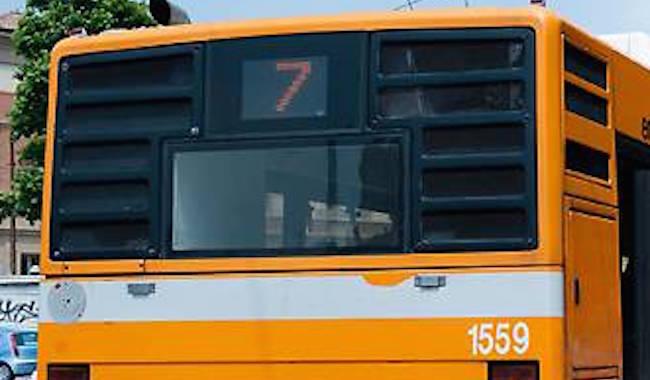 """""""Senza biglietto, ha vandalizzato il bus e se l'è presa con l'autista"""""""