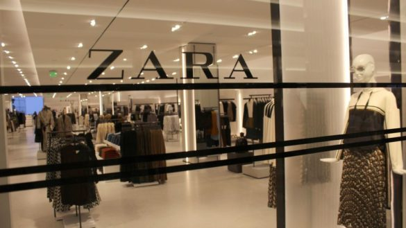 Via Cavour: 70enne derubata da Zara
