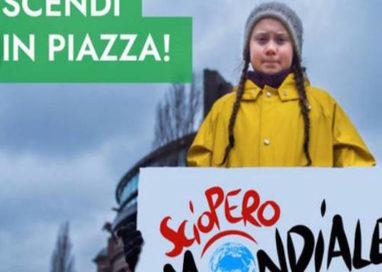"""""""#CLIMATESTRIKE SCIOPERO PER IL FUTURO"""": corteo in città"""