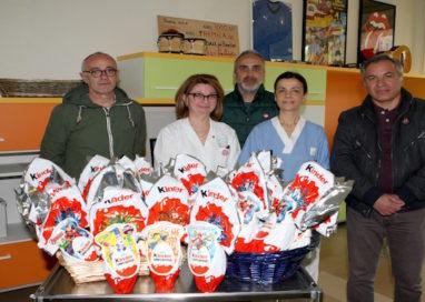 Uova di Pasqua con gradita sorpresa per i bambini dell'Oncoematologia