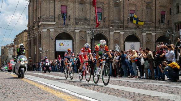 Passa il Giro d'Italia, la 102esima edizione attraversa Parma