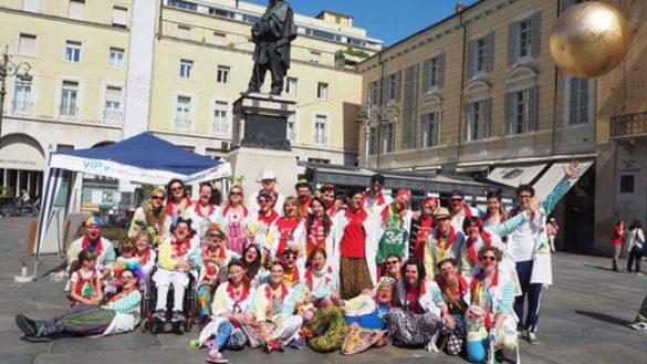 I clown di corsia in piazza per la Giornata del Naso Rosso