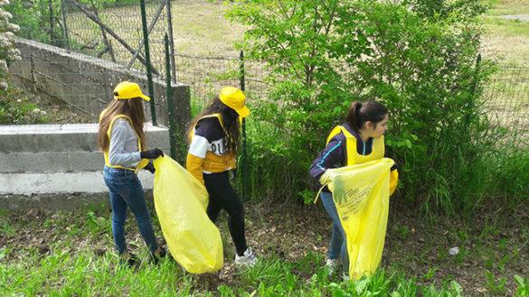 """""""Puliamo il Mondo"""" con Legambiente: gli alunni di Fontevivo contro l'abbandono dei rifiuti"""