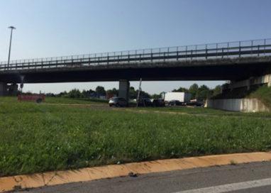 I lavori bloccano via Traversetolo: traffico in tilt