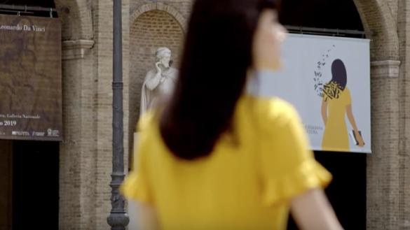 La ragazza gialla tra i capolavori di Parma, ecco il video