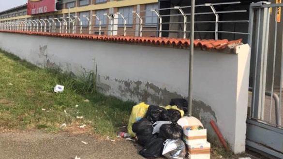 """L'ex Mercatone Uno una discarica: """"Anche questa è Parma…"""""""