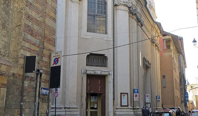 Ladro in Chiesa: ruba le offerte e aggredisce il custode