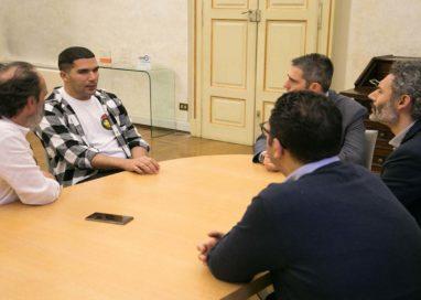 """Pizzarotti: """"sto dalla parte del popolo curdo"""""""