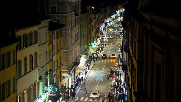 Accese le luminarie, Parma si prepara al Natale