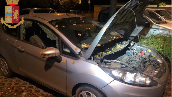 Zaini, borse e pure batterie: le auto in sosta nel mirino dei ladri
